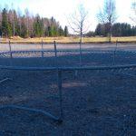 Kesän tulo alkoi todella vauhdilla ja trampoliini kastattiin toiveiden mukaisesti hyvin pian.