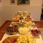 Perinteinen joulujuhlan ruokailu