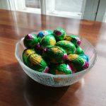 Suklaamunien piilotusta